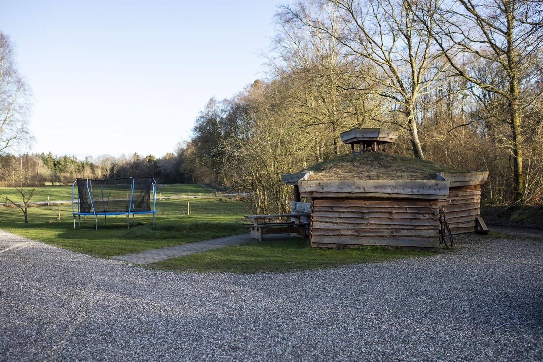 Bosted og opholdsted udendørsaktiviteter, bålsted og trampolin   Fonden Team Golå